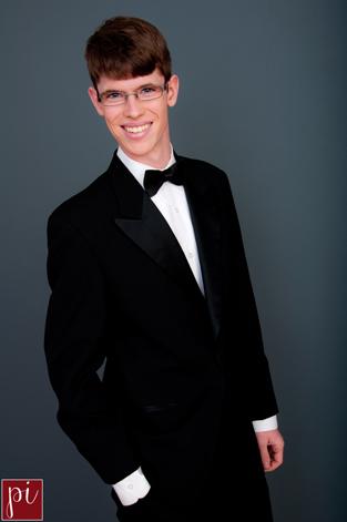 senior photos for Christian in eugene oregon
