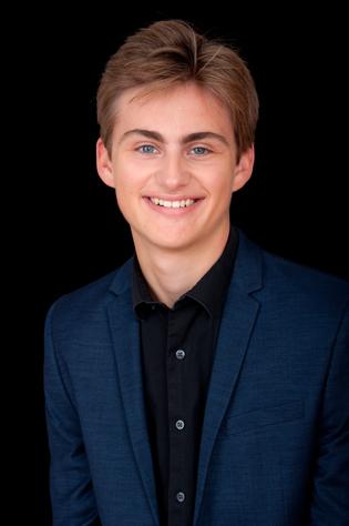 senior pictures for Logan